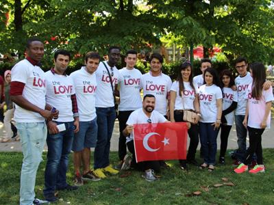 """Caminhada do Amor"" na Turquia"
