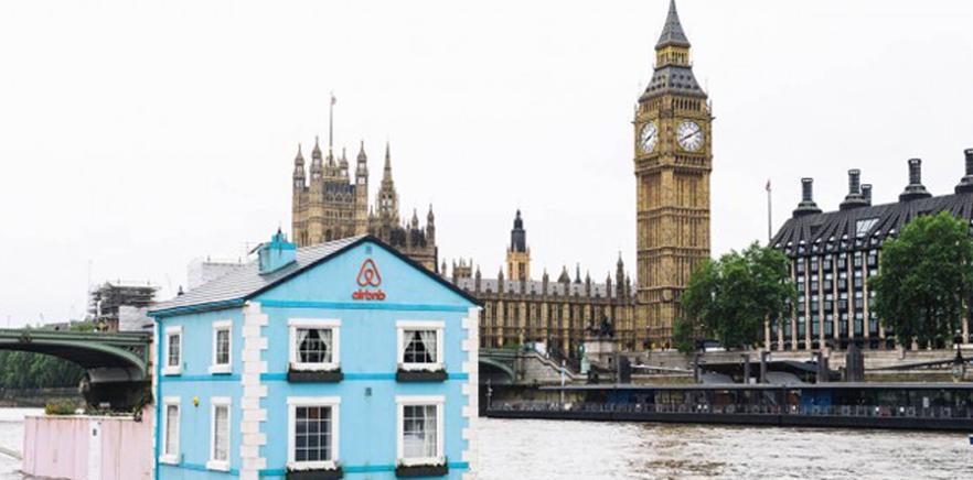 Casa flutuante da Airbnb faz sucesso no rio Tâmisa.