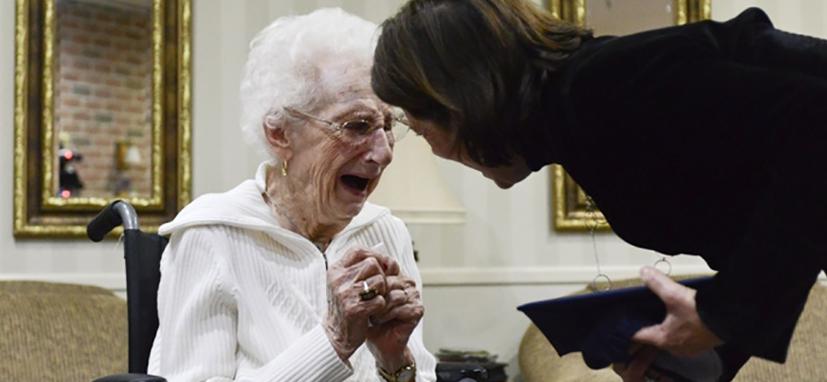 Mulher de 97 anos conquista diploma do Ensino Médio