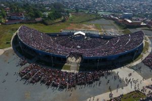 Universal em Madagascar- da perseguição à grande concentração de fé 2