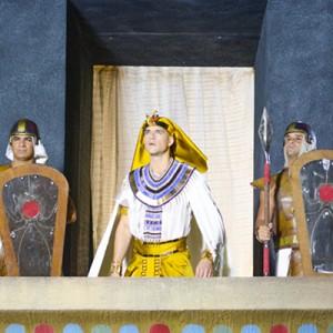 2015 06 10_S400C08_RAMSES OLHANDO A DESTRUICAO DAS TERRAS EGIPCIAS_MICHEL ANGELO (1).690x460
