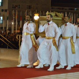 Levites carry the Ark into the Temple