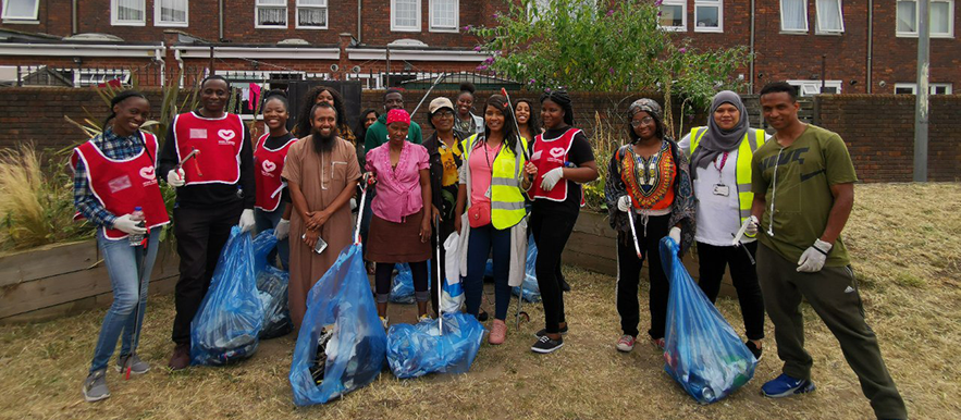 Plaistow VYG helps clean-up Jeyes Estate Green